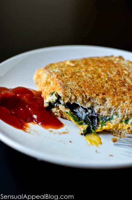 Egg White Grilled Cheese with Mixed Greens - totally making this for the next breakfast for dinner! Yum! :)